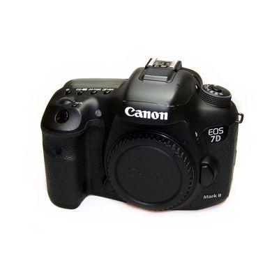 Für weitere Info hier klicken. Artikel: Canon EOS 7D Mark II Gehäuse -G-