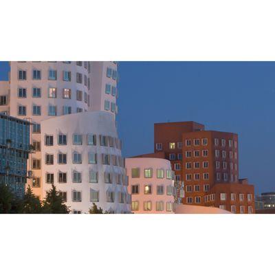 Für weitere Info hier klicken. Artikel: Blitzfototour Medienhafen 13.10.17