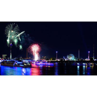 Für weitere Info hier klicken. Artikel: Feuerwerksfotografie Rheinkirmes 20.07.18