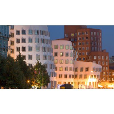Für weitere Info hier klicken. Artikel: Fototour durch Düsseldorf 12.05.17