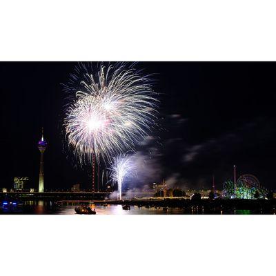 Für weitere Info hier klicken. Artikel: Rheinkirmes Feuerwerk - Feuerzauber über Düsseldorf 19.07.19