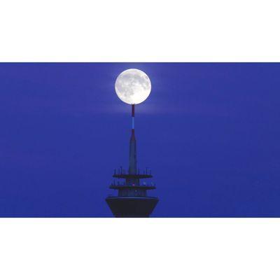 Für weitere Info hier klicken. Artikel: Vollmond über der Skyline von Düsseldorf 23.12.18