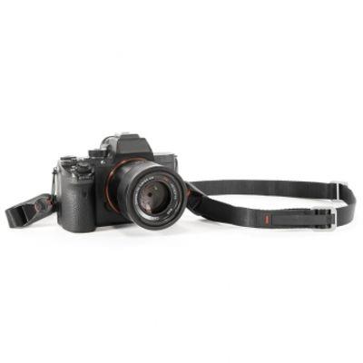 Für weitere Info hier klicken. Artikel: Peak Design Leash Black - Multifunktionaler Kameragurt für Einsteiger-DSLRs, spiegellose Systemkameras etc.