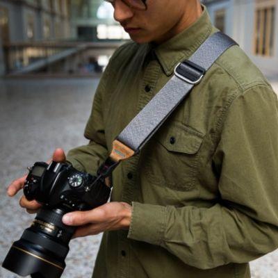 Für weitere Info hier klicken. Artikel: Peak Design Slide Ash - Kameragurt für mittlere und große DSLR-Kameras