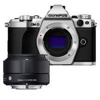 Für weitere Info hier klicken. Artikel: Olympus OM-D E-M5 II, Sigma AF 2,8/30 DN A silber-schwarz