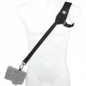 Für weitere Info hier klicken. Artikel: Blackrapid R-Strap Curve Breathe Sling - Kameragurt
