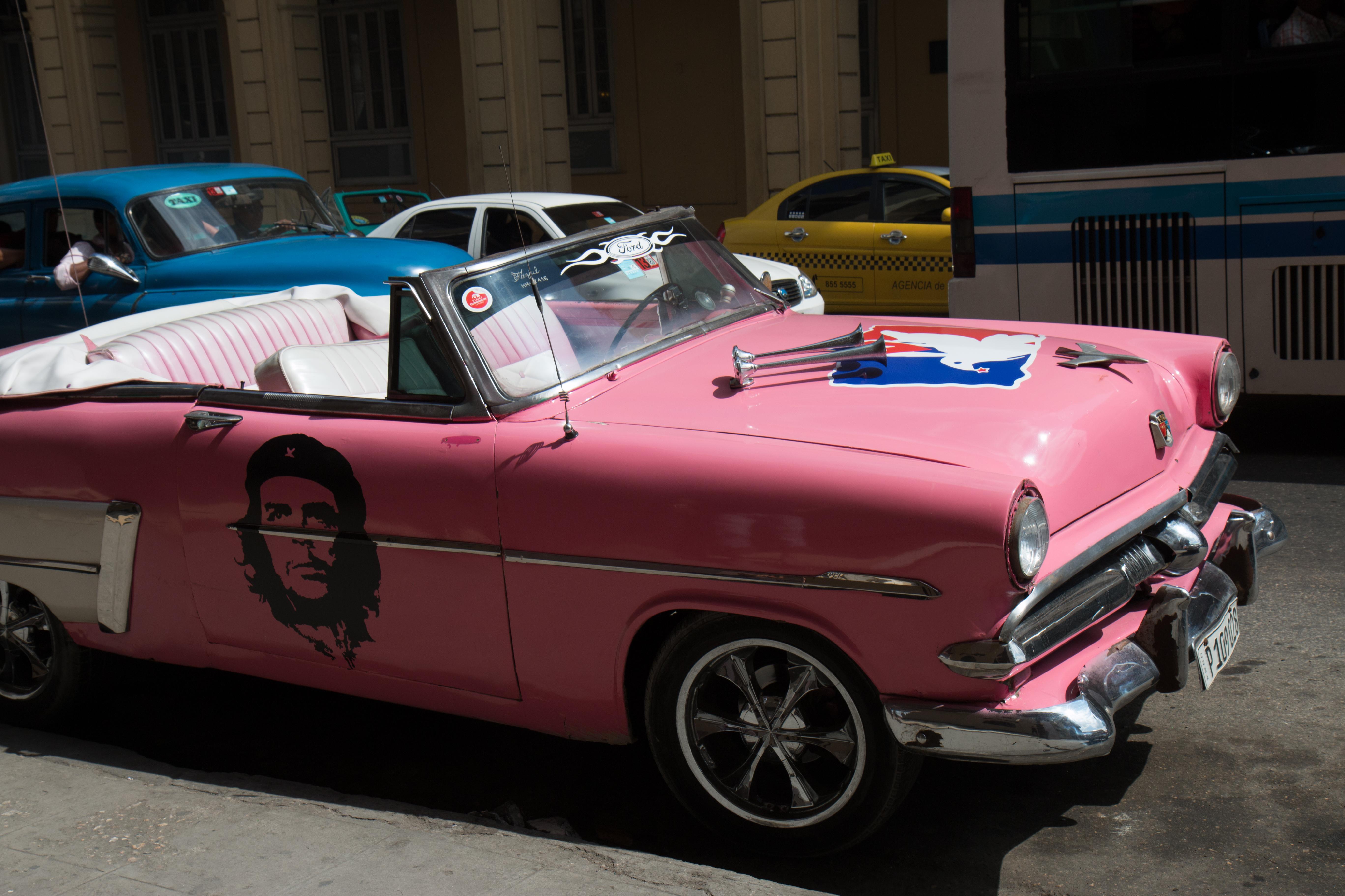 Che Guevara auf einem Oldtimer