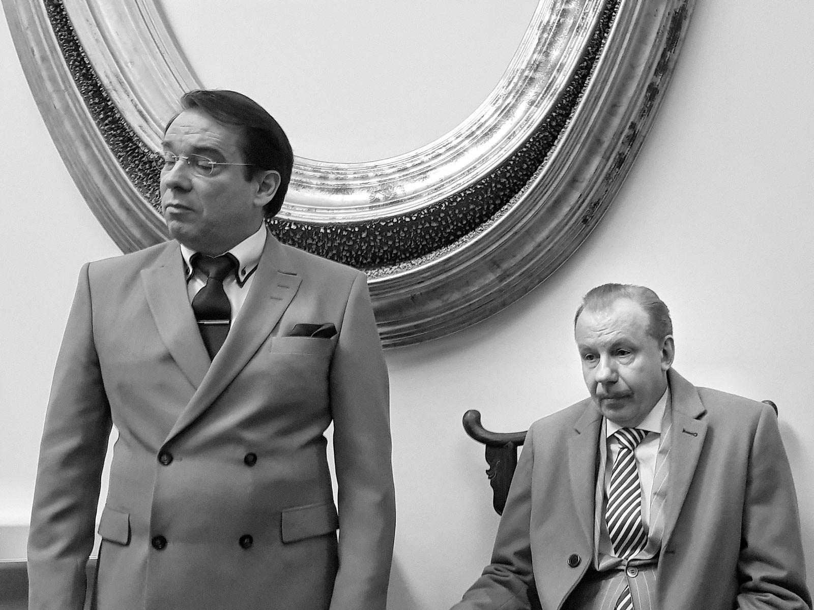 Zwei Männer im Anzug
