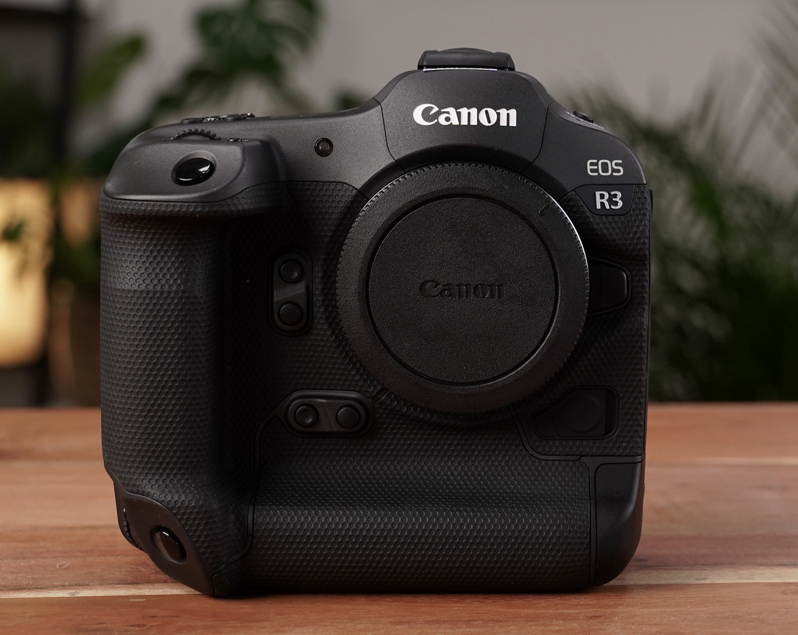 Canon EOS R3 Front-Ansicht