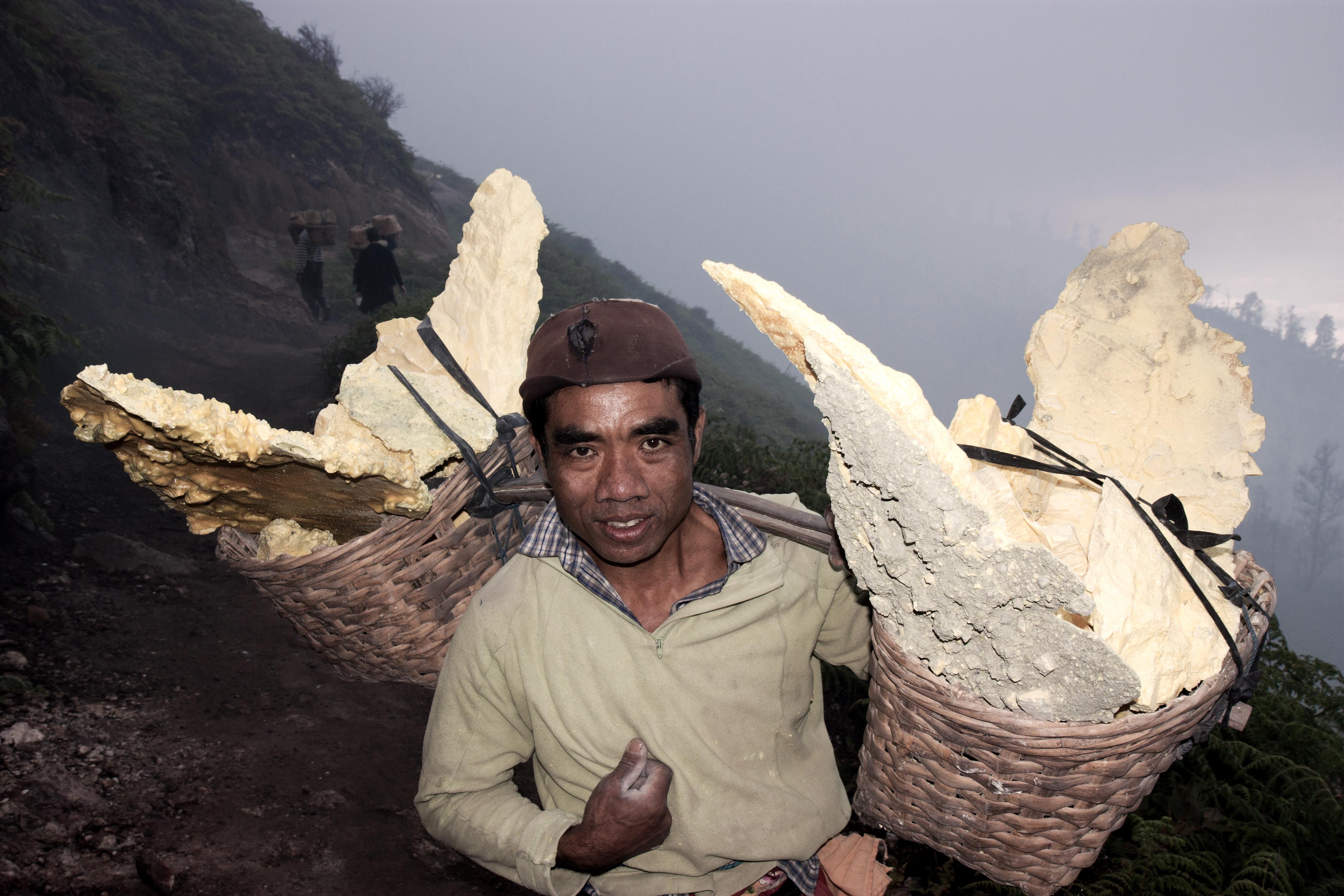 Arbeiter am Mount Ijen
