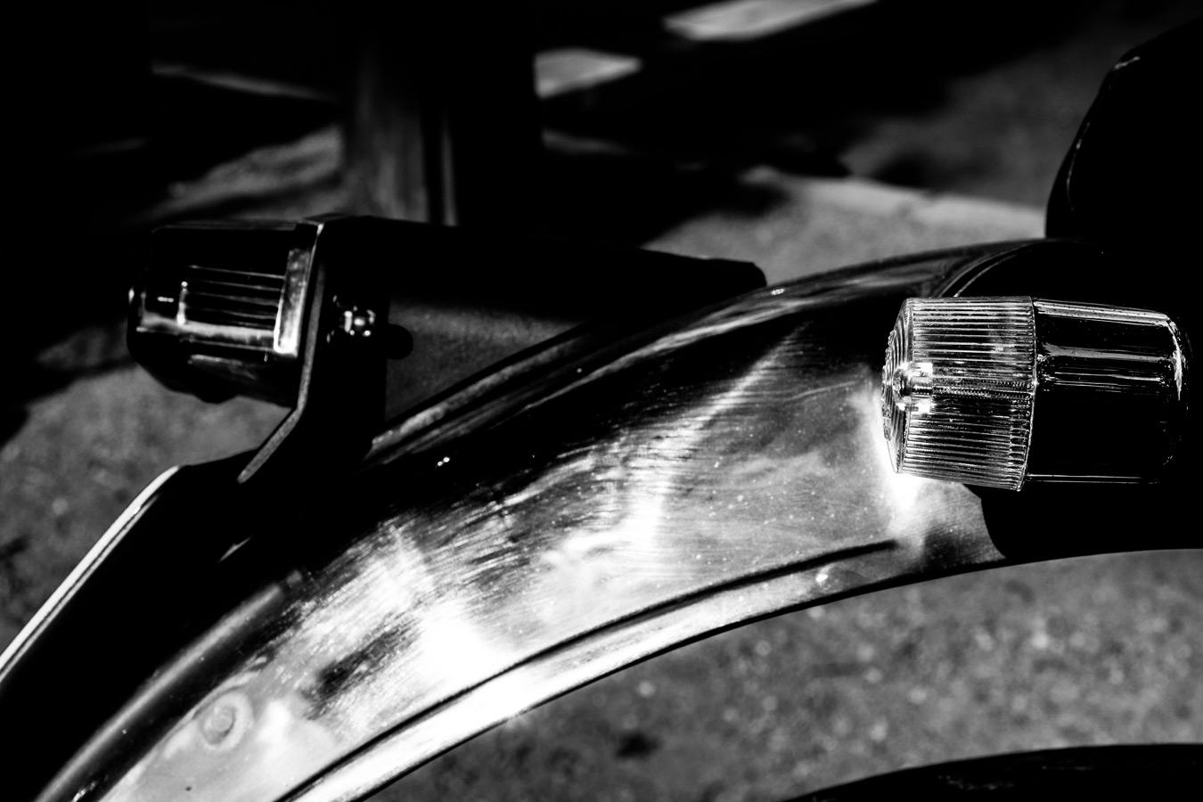 foto-koch-artikel-thomas-stelzmann-silberstreifen-schutzblech-eines-alten-motorrades