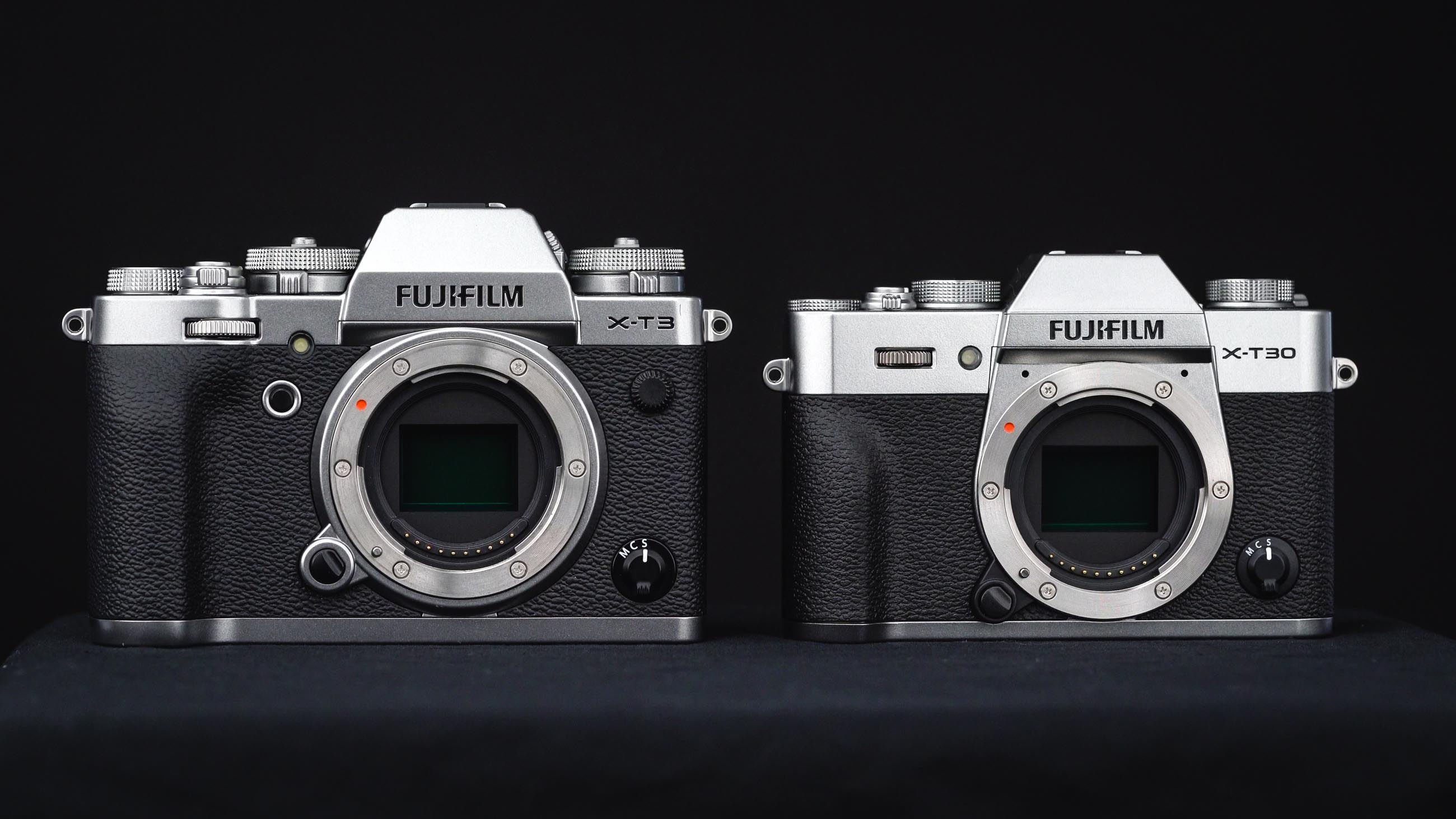 FujifilmX-T30 neben der X-T3