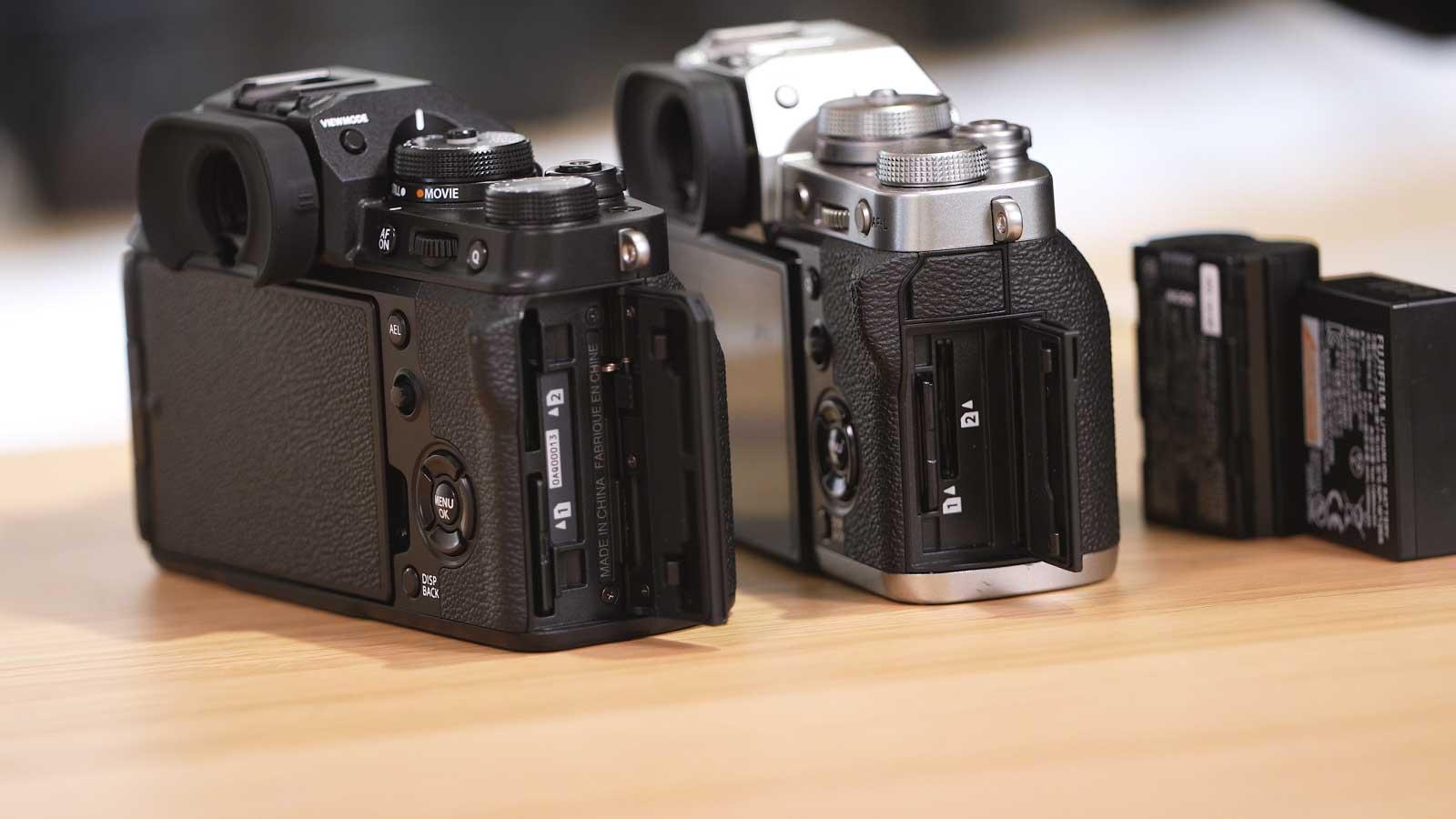 Fujifilm X-T4 vs X-T3 Speicherkartenfach Akkus
