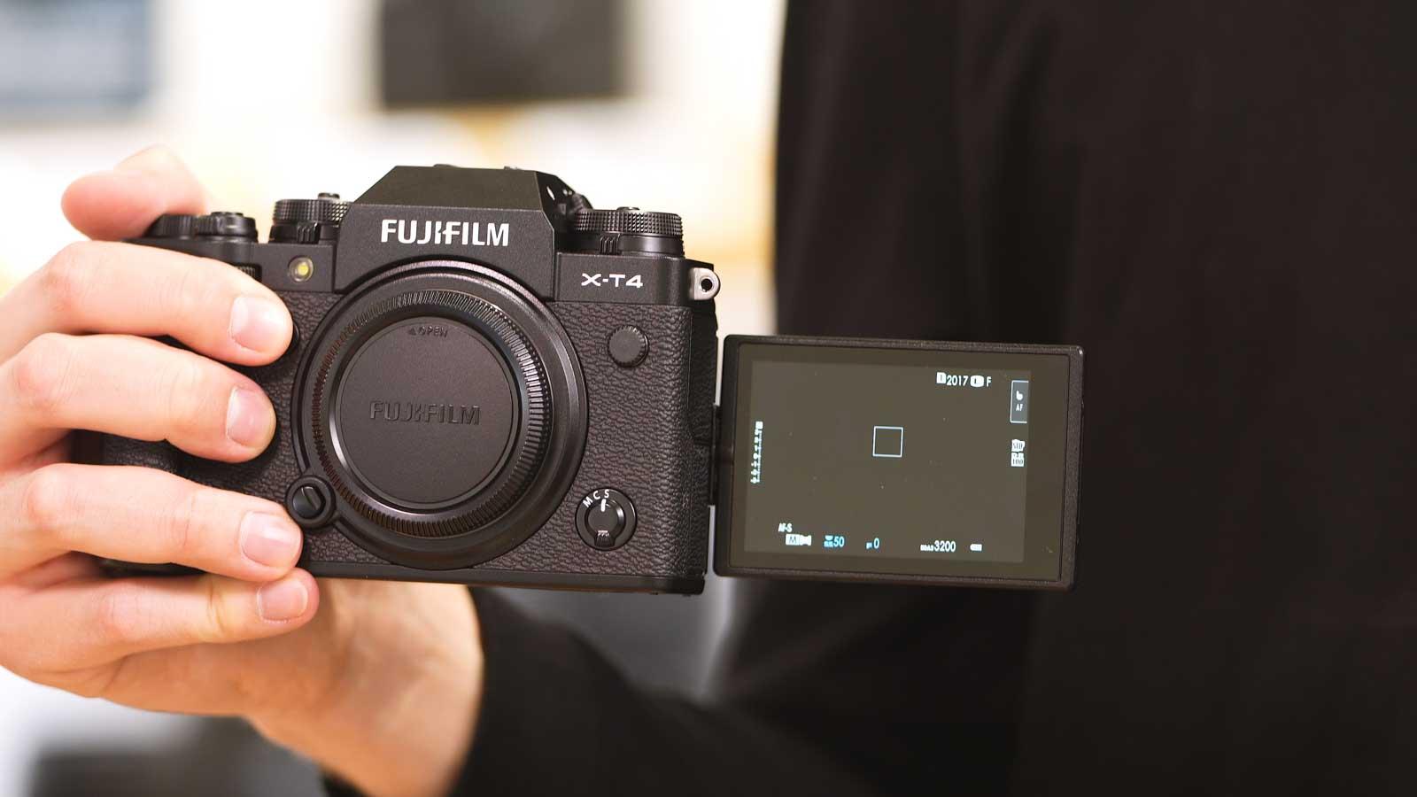 Fujifilm X-T4 Hand und Display