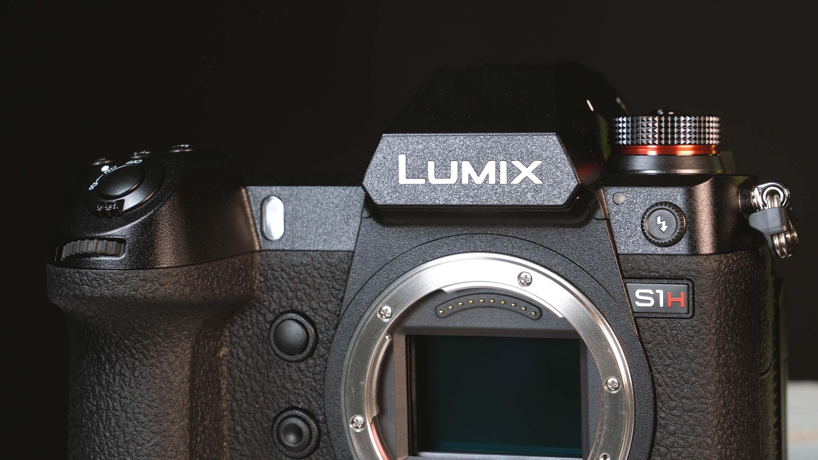 Lumix S1H Vorderseite und Sensor