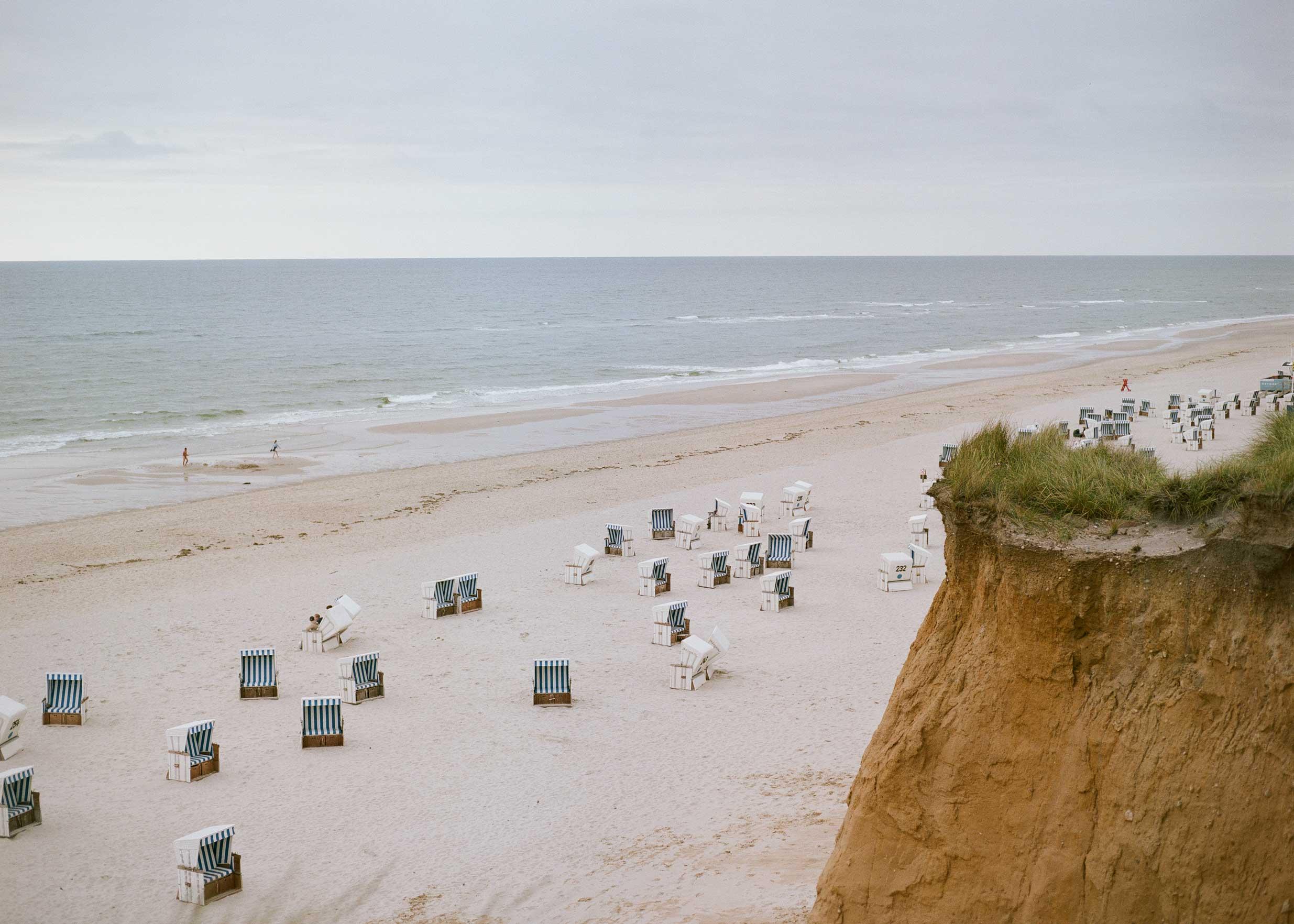 Red Cliffs Sylt (Lennart Filthuth - Mamiya 645, Kodak Portra 400)