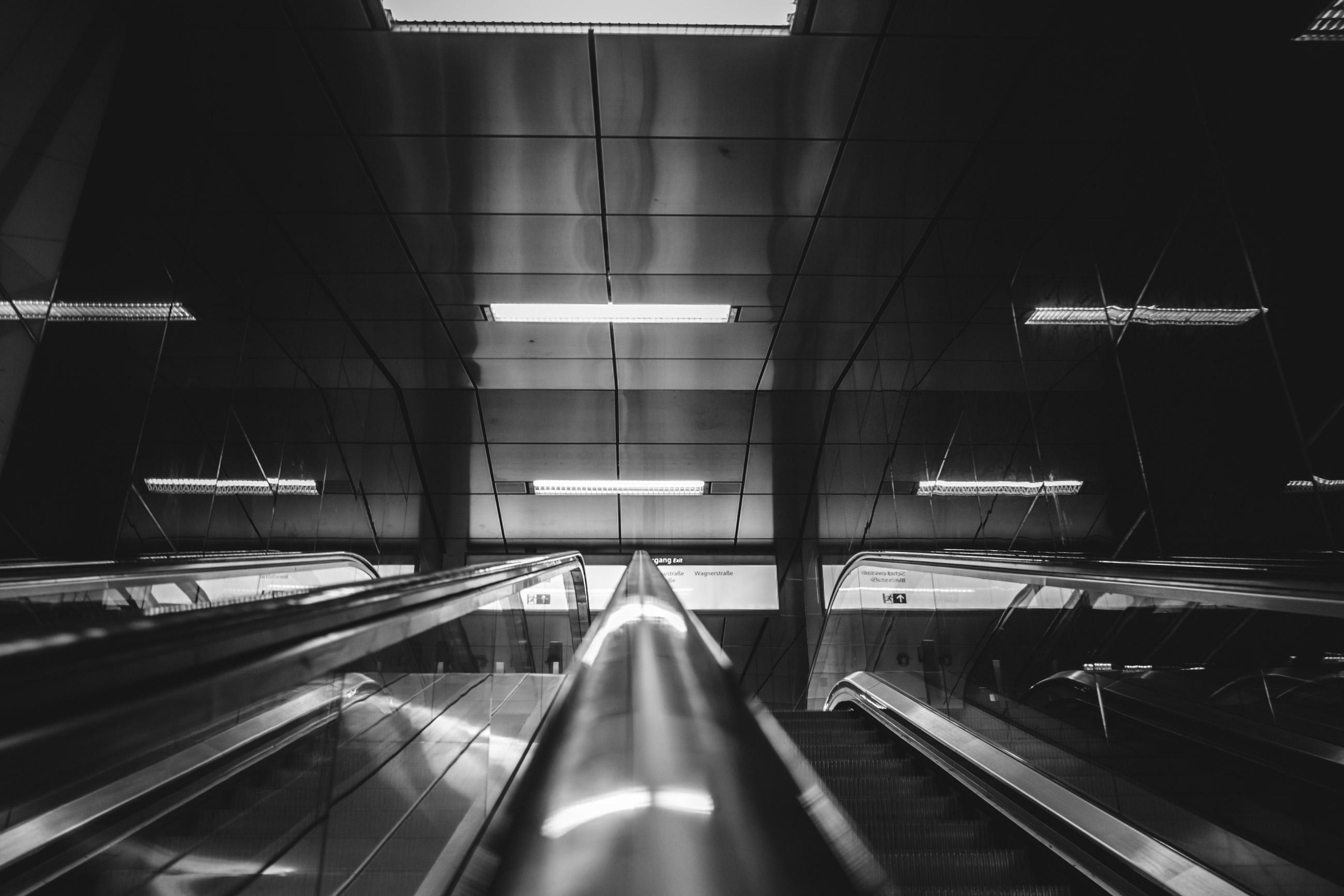 U Bahnhof Rolltreppe Schadowstrasse