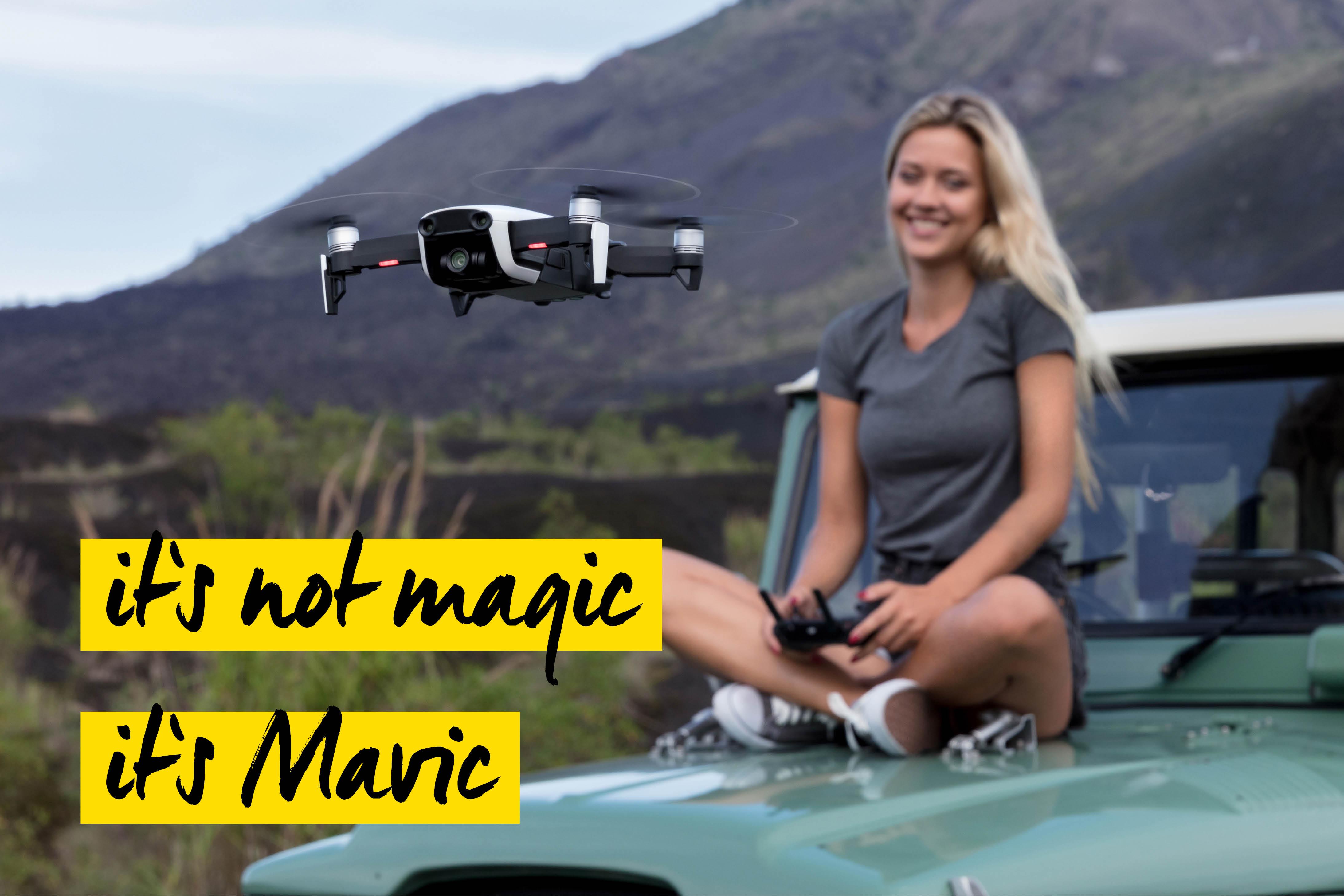 Frau mit Drohne